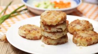 常常作為西餐配菜的土豆小餅無需麵粉好做好吃~